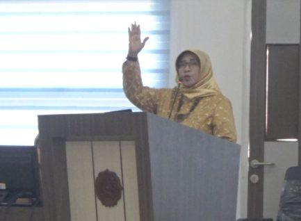 Ririen Wardiani, Dosen STKIP PGRI Ponorogo, Raih Doktor Sastra