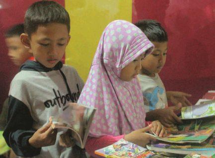 Berguru Kasmaran Membaca pada Penjaja Sastra Syaf Anton