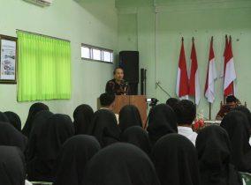 Sambut Mahasiswa Baru, Dr. H. Sutejo, M. Hum, Kenalkan Filosofi Pelopor Kampus Literasi
