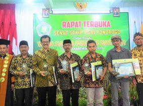 STKIP PGRI Ponorogo Beri Penghargaan Alumni Inspiratif