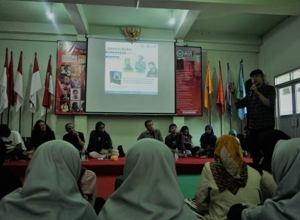Diskusi Literasi, Tekankan Makna Penulis Sejati