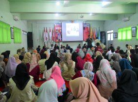 Tebar Inspirasi Menulis, STKIP PGRI Ponorogo Adakan Diskusi Literasi