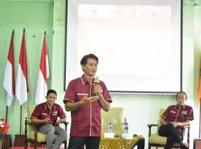 Naskah Pemenang Novel Basabasi Pernah Dibahas di  STKIP PGRI Ponorogo