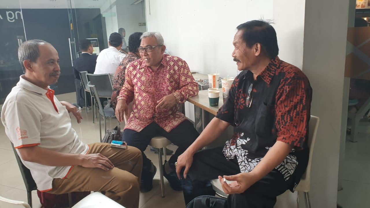Sutejo Ngopi Literasi bersama Tirto Suwondo di Bandara Soetta