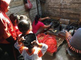 Serunya Anak TK Mengenal Pembuatan Roti Gapit Khas Jurug