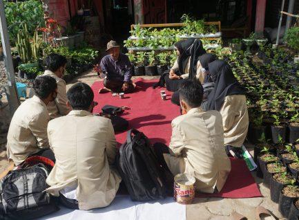 Ujian Skripsi di Kebun, Ala Sutejo Ponorogo